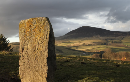 Sumptuous photograph by Cathy MacIver of the Craw Stane at Rhynie, with Tap o'Noth hillfort in the background, from the Rhynie Environs Archaeological Project blog - click on the image to link through to the site)